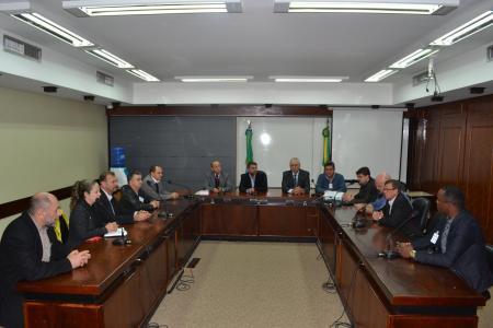 Reunião na Assembleia Legislativa busca uma solução para impedir o fechamento do Corpo de Bombeiros