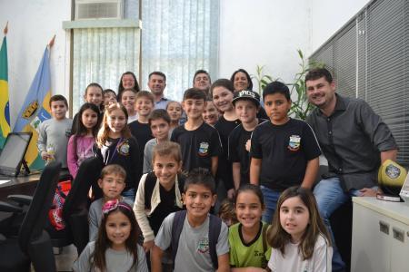 Estudantes da escola Barão de Ibicuí visitam Prefeitura