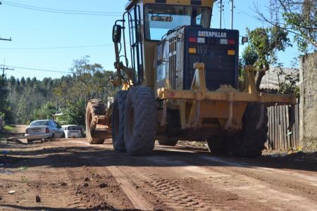 Recuperação das estradas do município segue