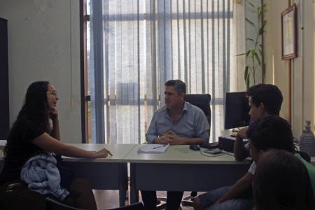 Estudantes entrevistam o vice-prefeito André Brito