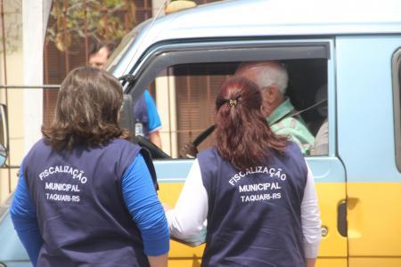 Fiscalização faz vistoria do transporte escolar dentro do município