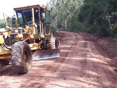 Secretaria de Obras realiza serviços de melhorias nas estradas