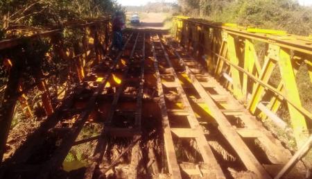 Administração realiza reparos na ponte da Beira do Rio
